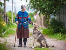 Una ricerca UE su Donne e povertà: rischio indigenza per le anziane.