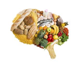 Il cibo come alleato nella lotta all'Alzheimer, con movimento e ginnastica della mente.