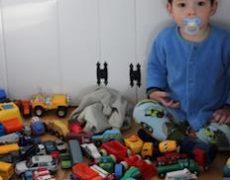 Bambini: il limite di avere troppi giochi