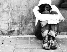 Sofferenza Psichica In Adolescenza: alcuni atteggiamenti non sono parte del fisiologico e a volte turbolento percorso di sviluppo individuale, ma segni di psicopatologia per la quale è necessario un intervento tempestivo e specifico.